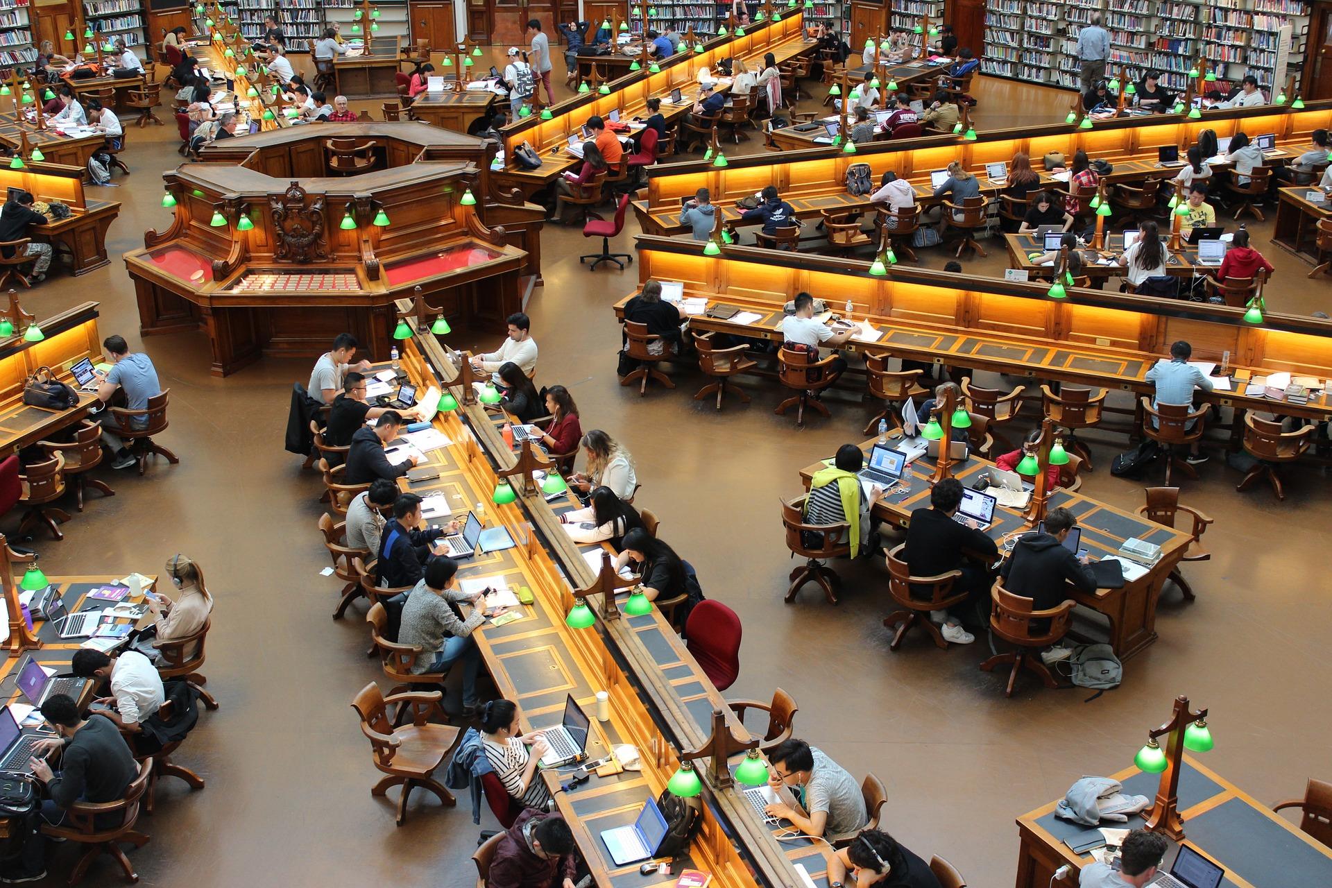 Criteria for awarding scholarhips